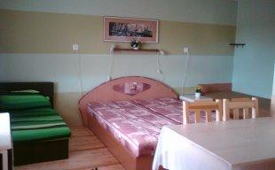 izba č.5 so spoločnou kuchynkou na poschodí